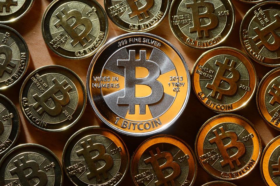 Na contramão da economia, valor do bitcoin cresce 320 vezes desde 2011