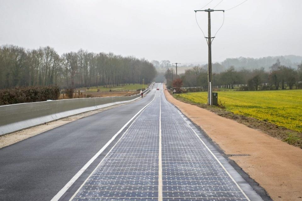 França inaugura a primeira estrada com painéis solares do mundo