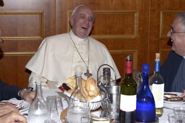 Resultado de imagem para Papa Francisco e vinho