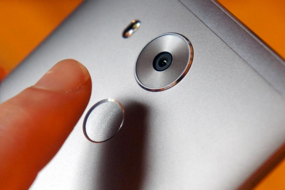 Atenção: o leitor de digitais do seu celular pode ser hackeado com uma foto