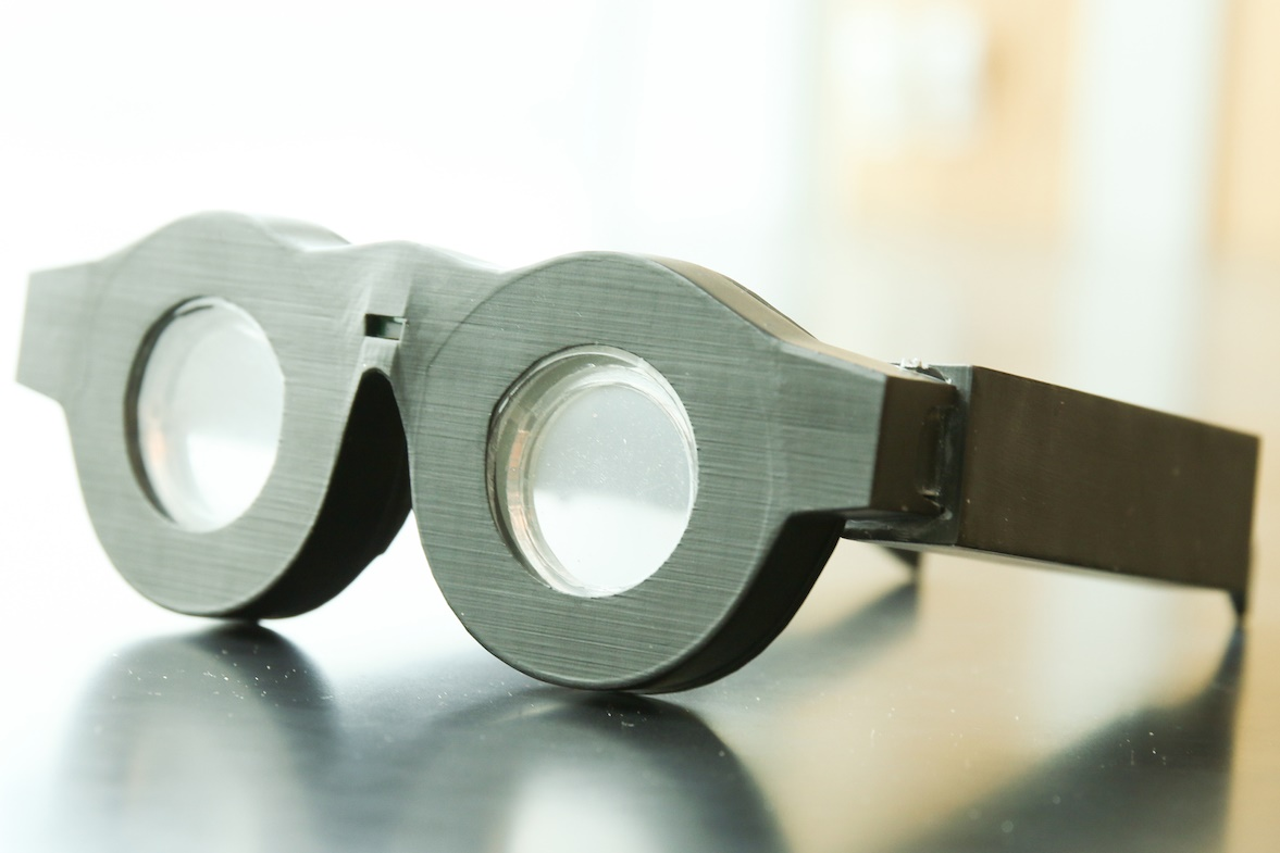 c62b37a7d Óculos inteligentes têm 'lentes líquidas' para fazer foco automático