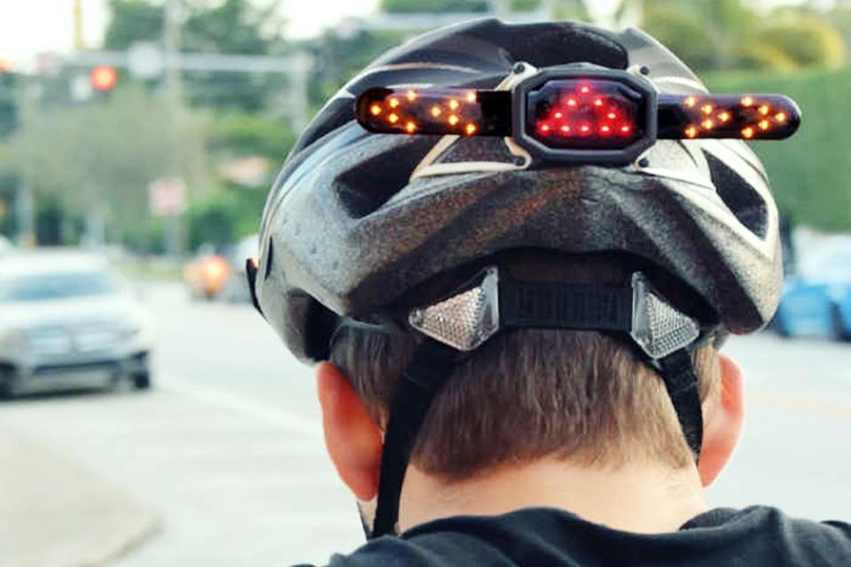 72235b73f0 Mais segurança  painel LED adiciona função de seta a capacetes de ciclistas