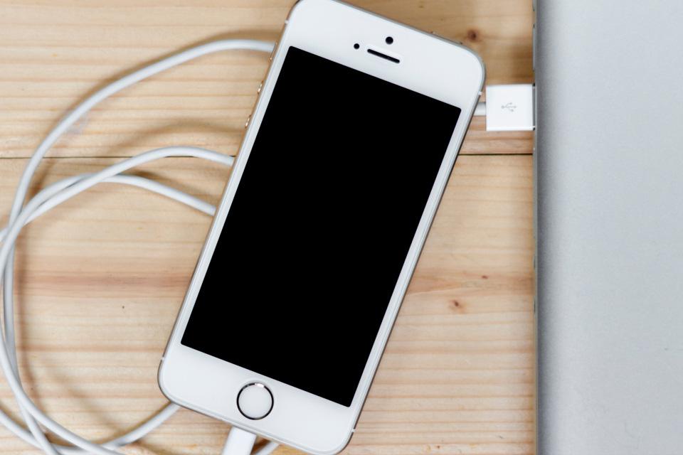 Como diferenciar cabos de iPhone originais dos falsos