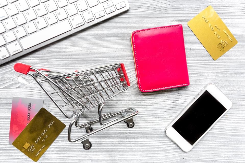 Peça em casa: número de brasileiros que fazem compras online cresce no país