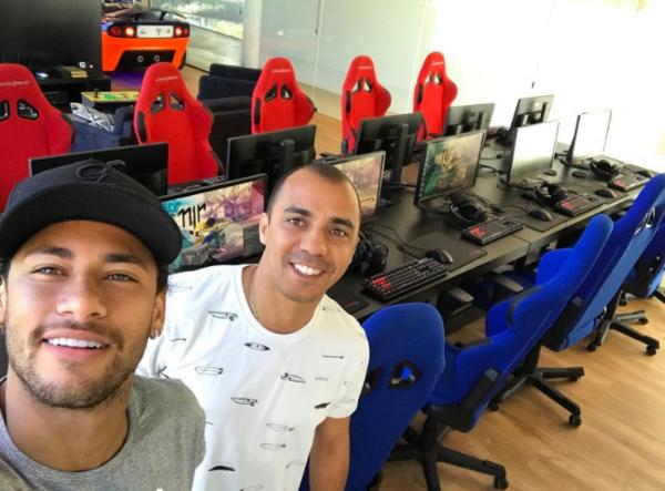 Neymar faz lan house top de linha em sua mansão para jogar CS:GO com amigos
