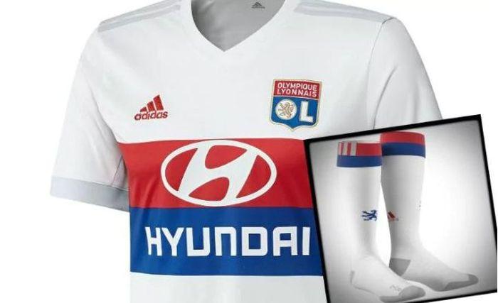 a3d9420101 O time francês costuma apostar na tradição e fez mais uma camisa padrão,  porém extremamente elegante. O jornal inglês ainda dá destaque para as  meias do ...