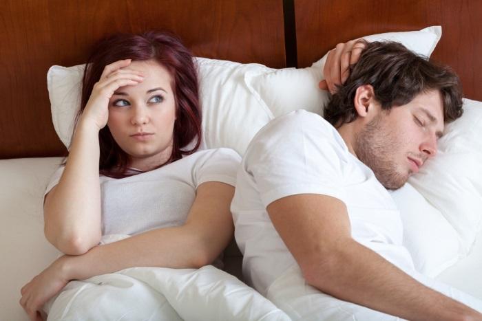 Quem mais sofre é quem dorme com o tagarela (Crédito: Reprodução)