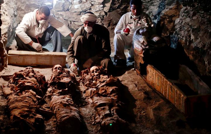 múmias e esqueletos egípcios