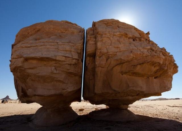 Um perto de uma rocha