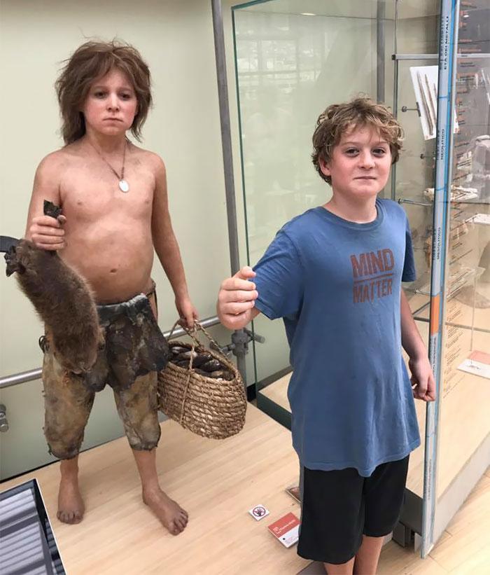 Menino e neandertal