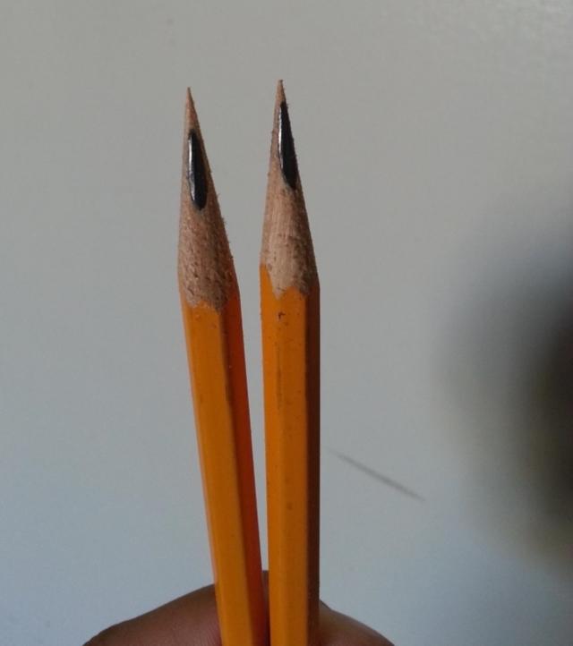 Um lápis em uma tabela