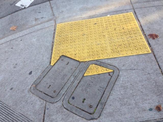 Um sinal na calçada