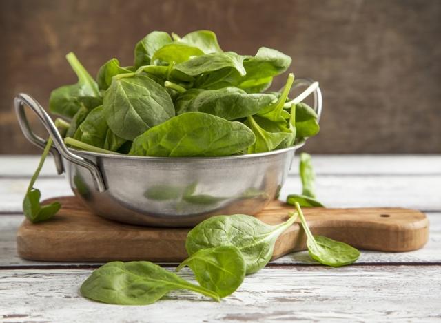 Uma tigela de salada