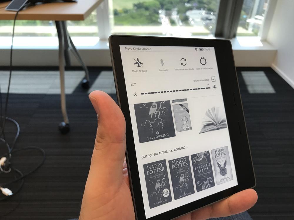 e5eafcda5d3ad Amazon lança o novo Kindle Oasis com tela maior e design à prova d água