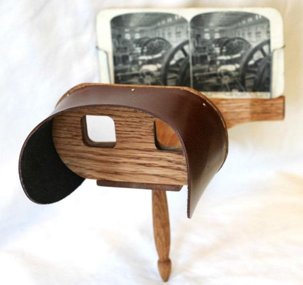 Um óculos 3D antigo.