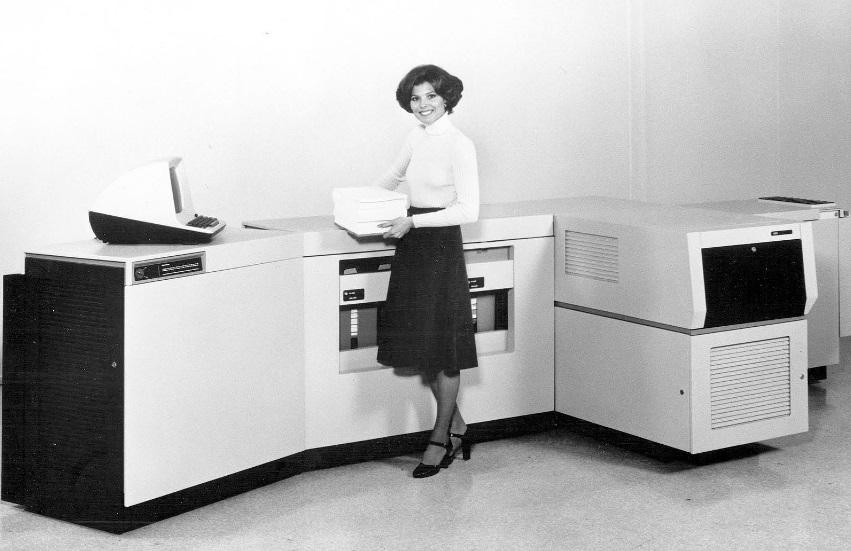 Uma impressora a laser antiga.
