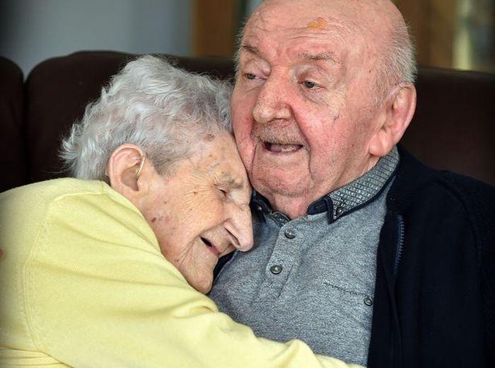 Inglesa de 98 anos vai para lar… para viver com o filho