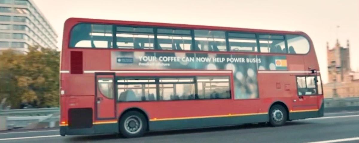 Startup transforma borra de café em combustível para ônibus em Londres