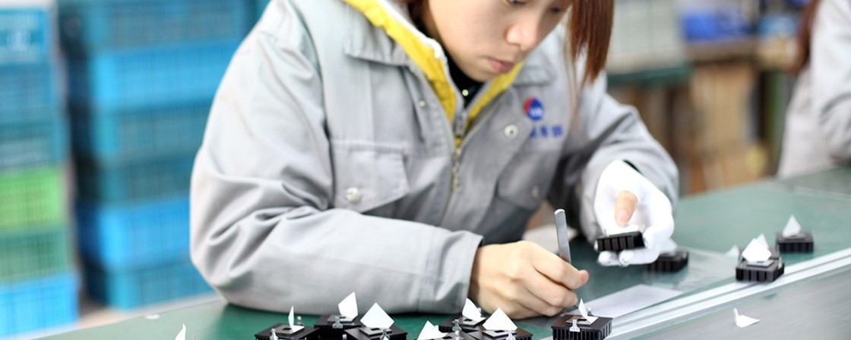 Apple admite carga horária ilegal de estudantes na montagem do iPhone X