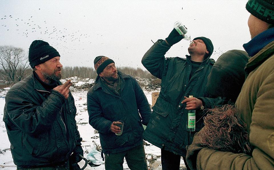 Russos bebendo vodka