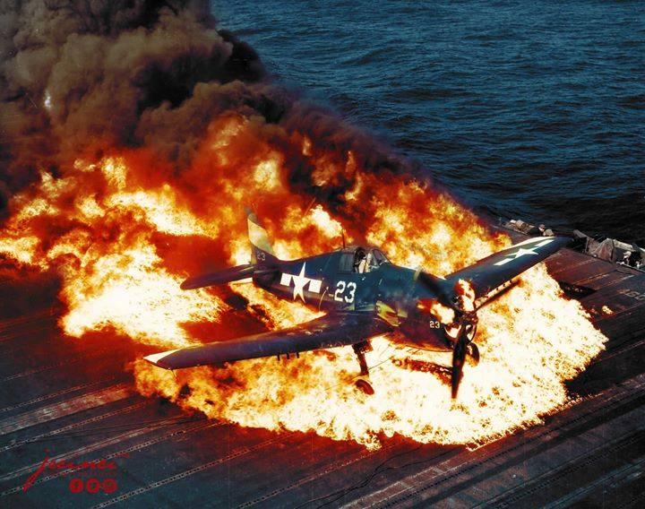 Caça de guerra em chamas