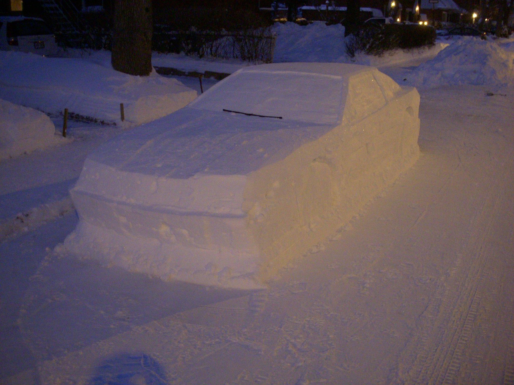 Carro feito de neve