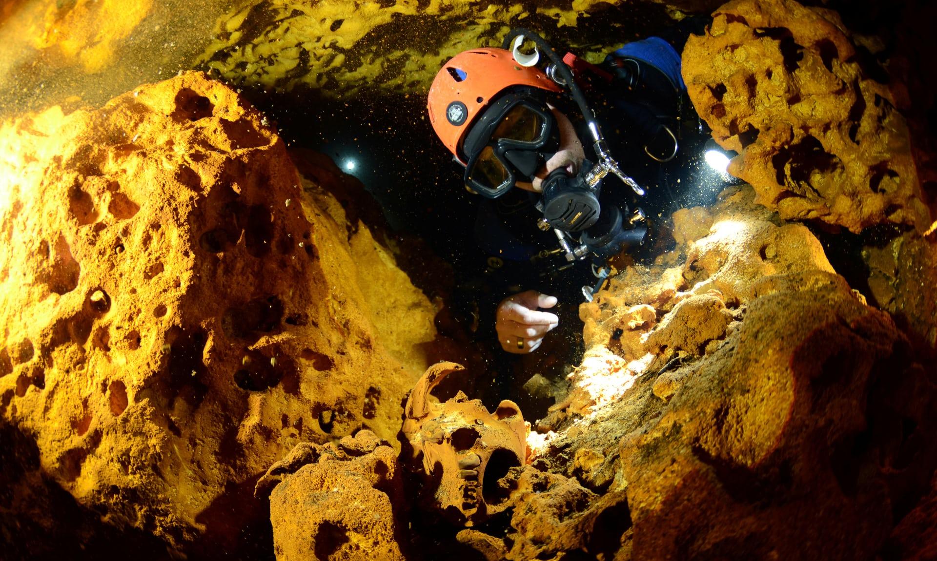 Tesouros em túnel submerso
