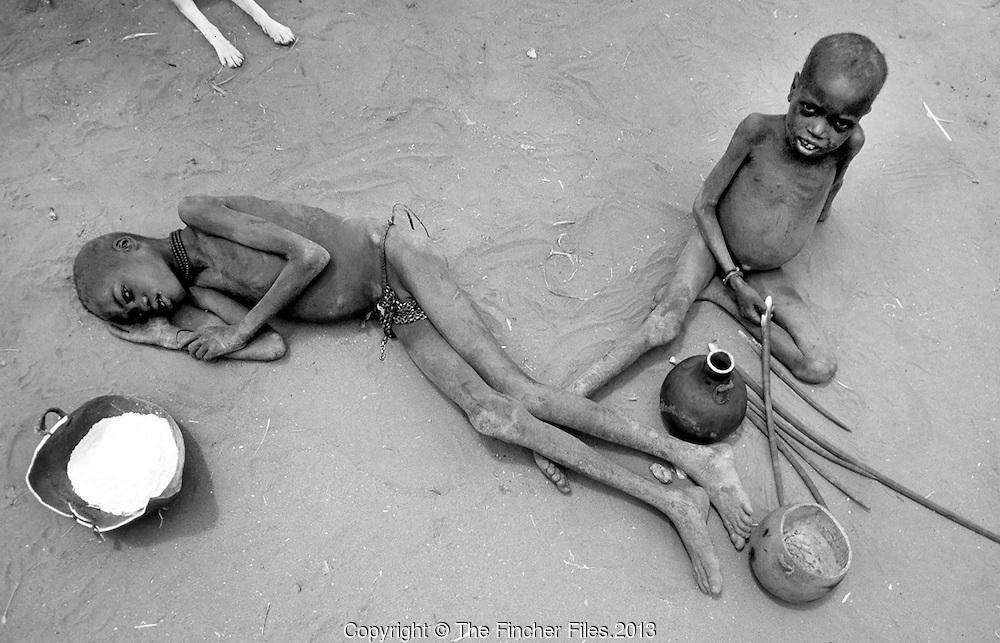 Crianças famintas em Uganda