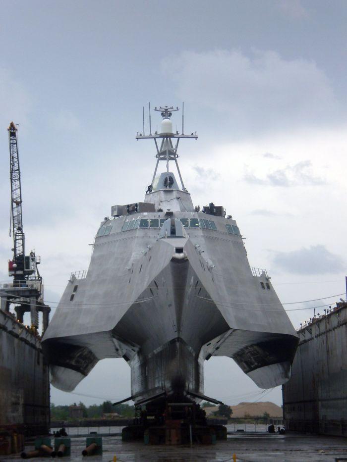 Navio de guerra fora d'água