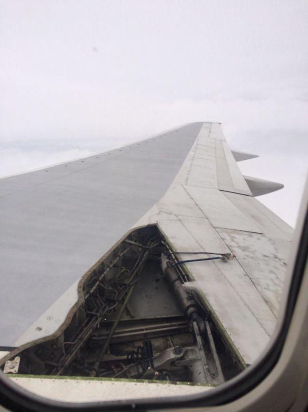 Asa de avião danificada