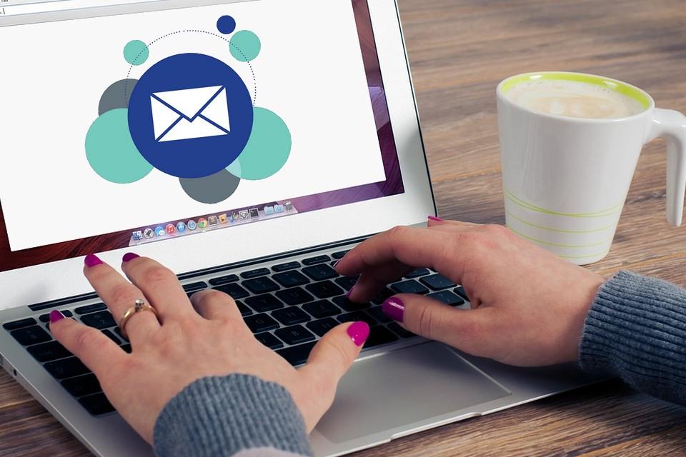 Saiba como organizar seus emails com o redirecionamento automático