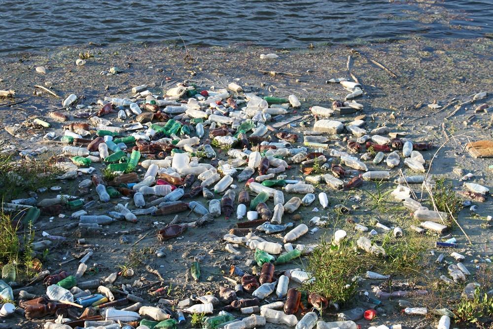 lixo plástico marinho