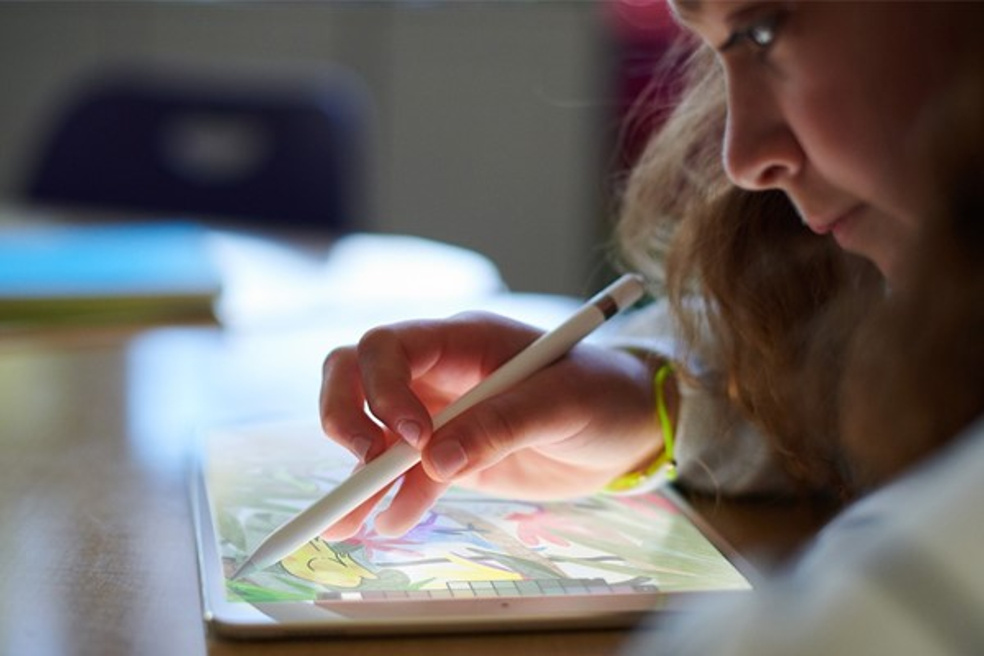 Apple anuncia novo iPad mais em conta e foco educativo