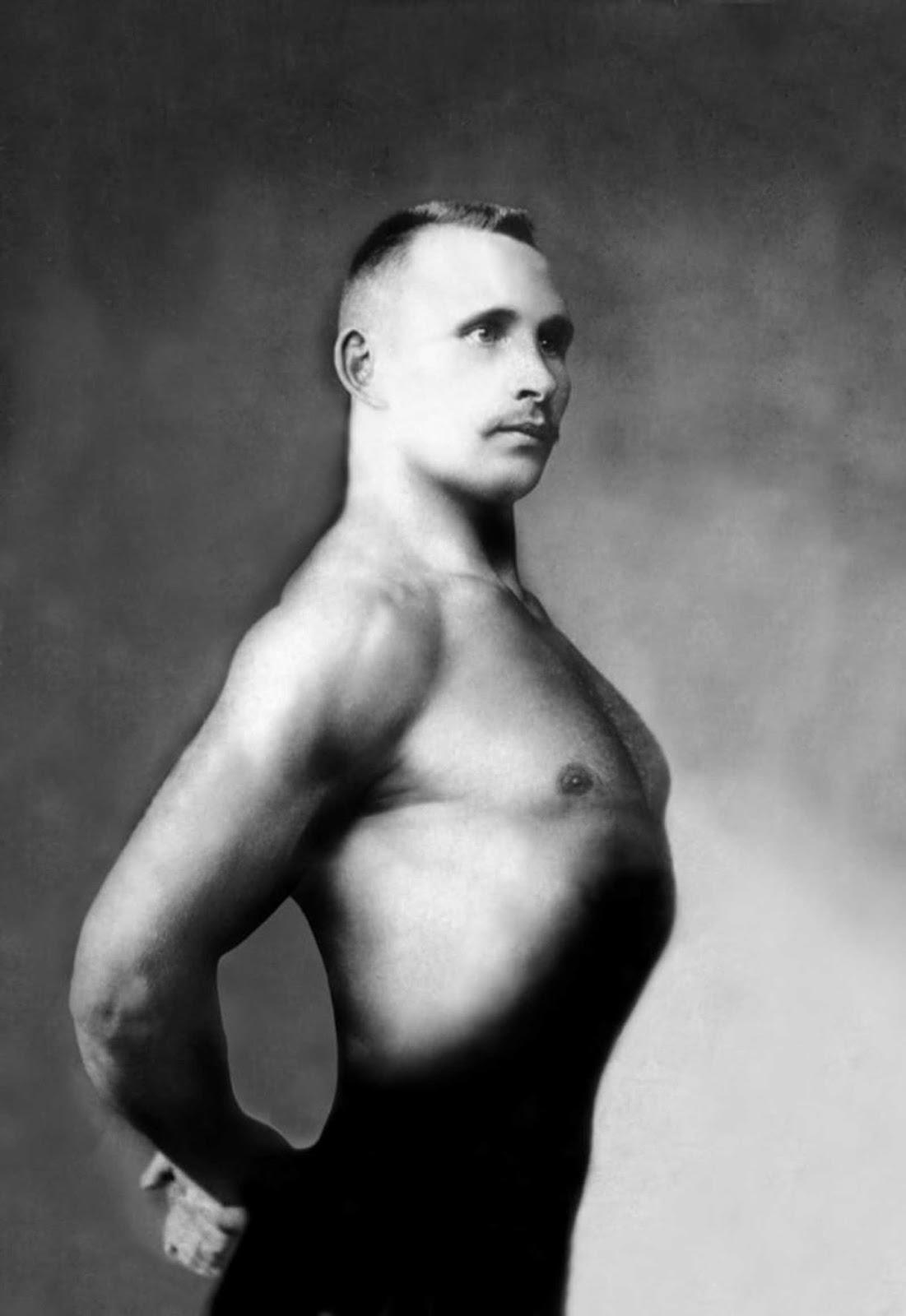 Homem fazendo pose