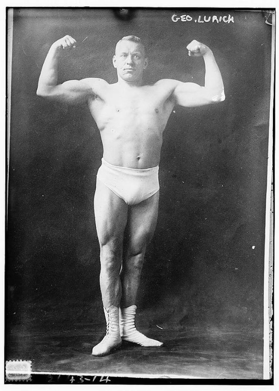 Mostrando os bíceps