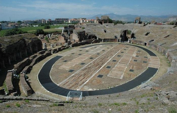 Arena de Capua, Itália