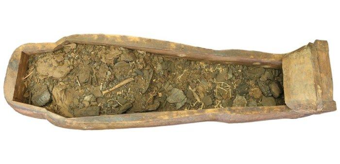Sarcófago cheio de detritos