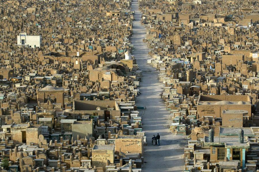 Imenso cemitério xiita