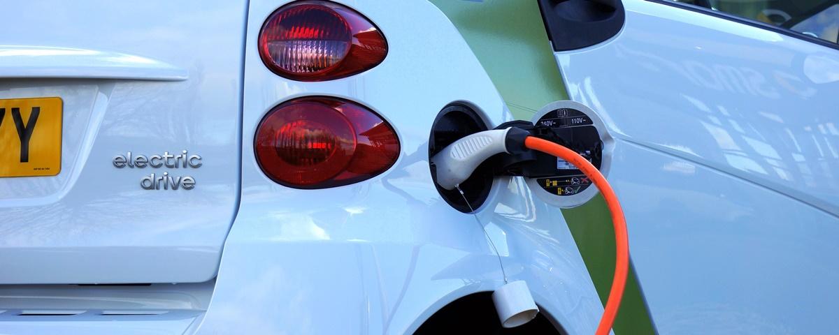 Carros elétricos podem minar lojas de conveniência em postos de gasolina?