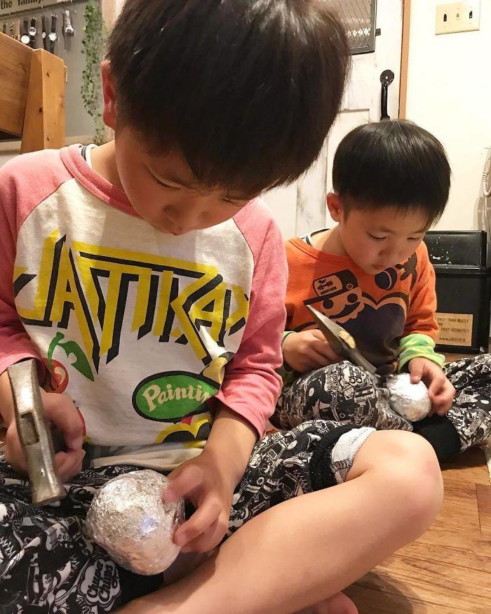 Crianças fazendo arte