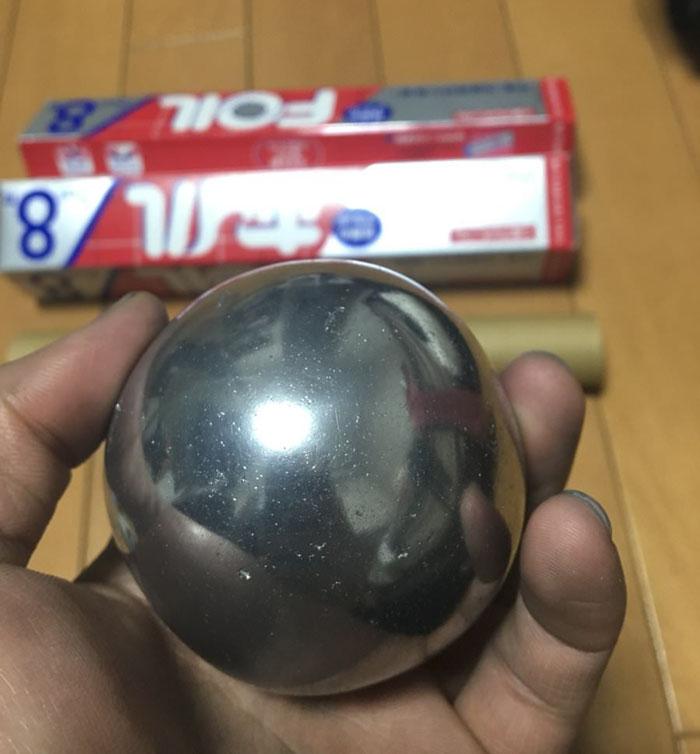 Esfera de papel alumínio