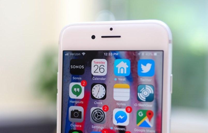 f2d801560e2 Trocar a tela do iPhone fora da autorizada pode afetar o sensor de luz  ambiente.