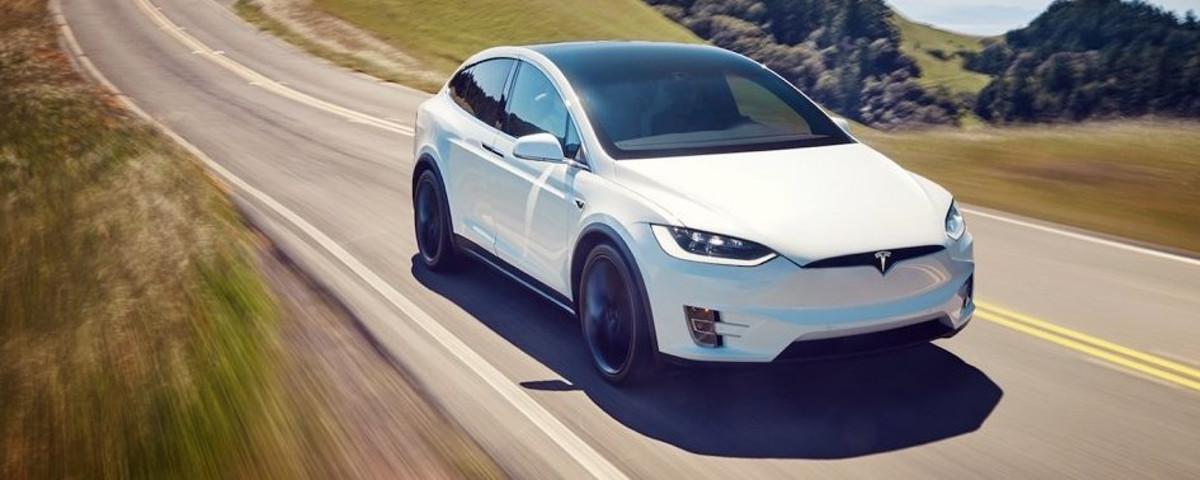 Tesla culpa motorista por acidente fatal envolvendo carro da empresa