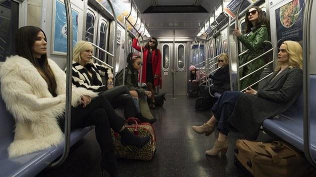 Oito Mulheres e um Segredo