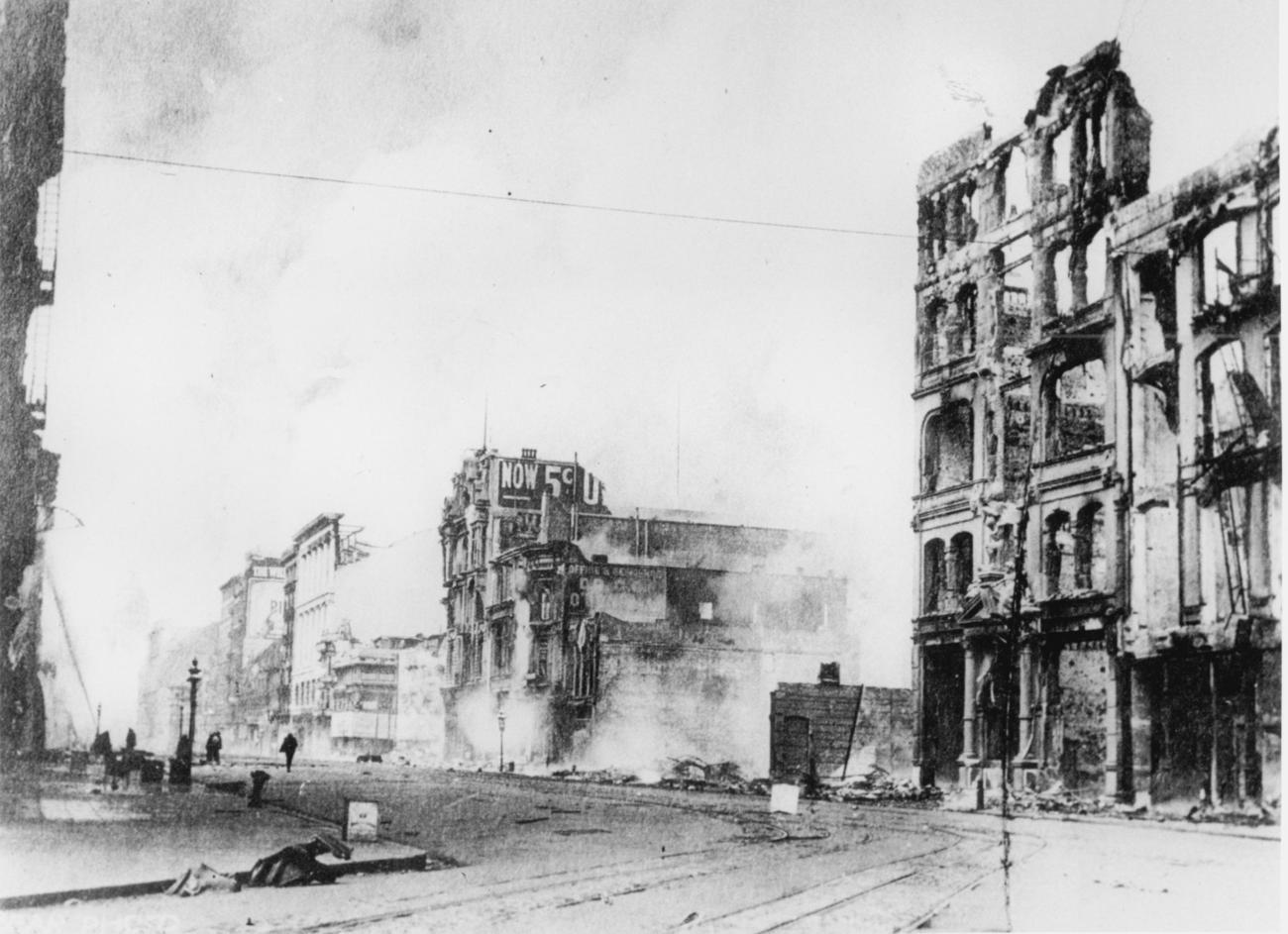 Terremoto e incêndios