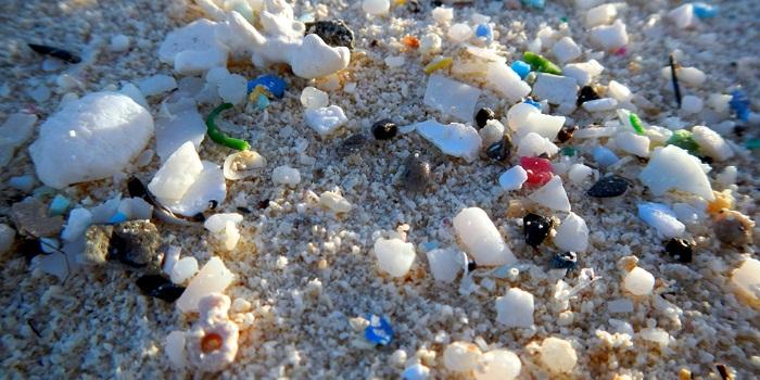 Exemplo de microplásticos