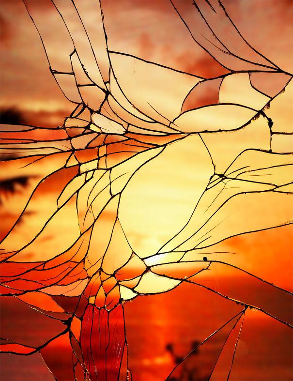 Reflexos em espelho quebrado