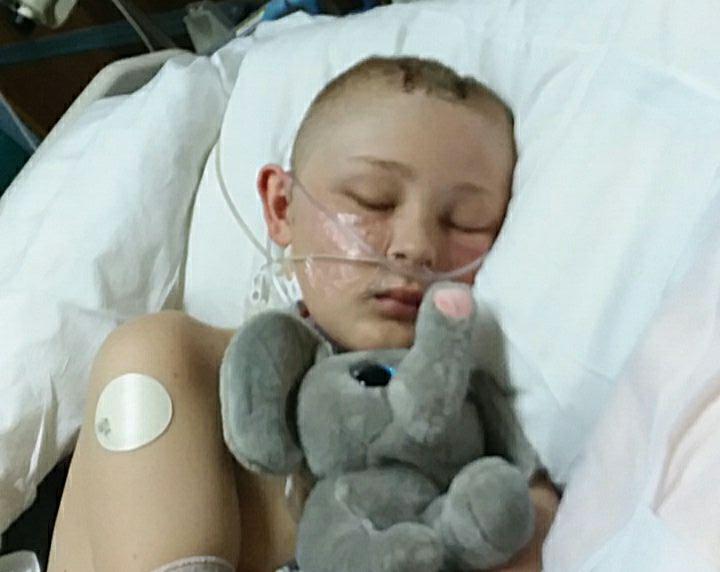 Garoto hospitalizado