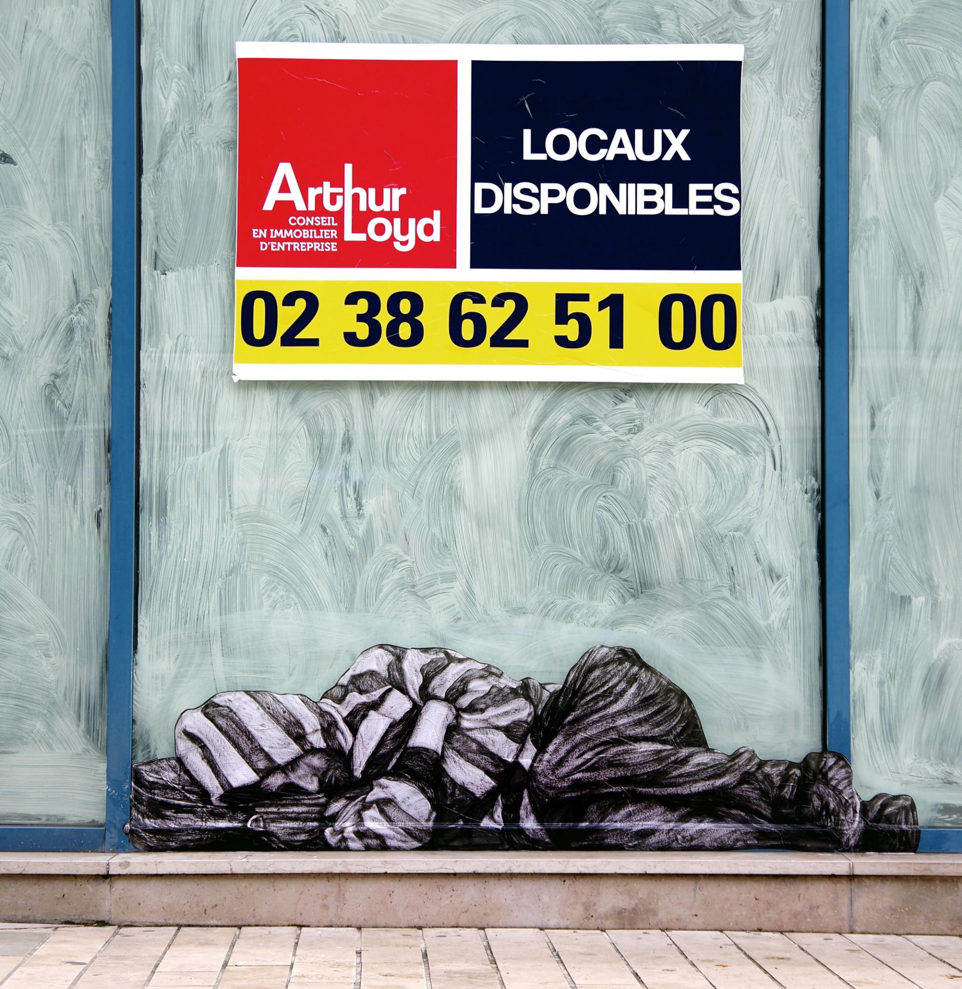 Homem dormindo na rua