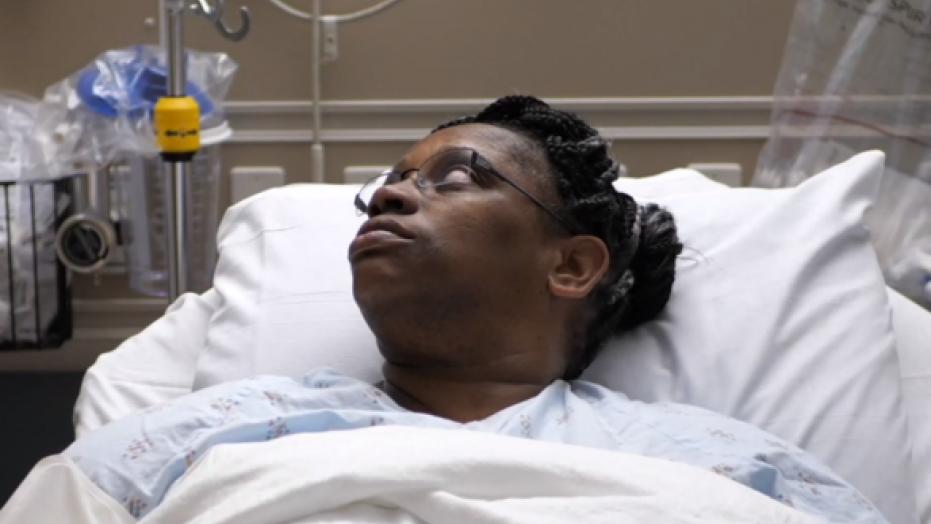 Mulher internada em hospital